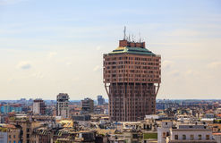 Torre Velasca byggnad i Milan, Italien Royaltyfri Fotografi