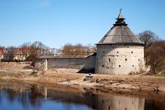 A torre velha de Pskov Fotos de Stock Royalty Free