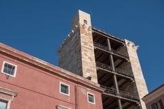 Torre velha do pancrazio de Torre di san do elefante - fachada tradicional na vizinhança velha de Cagliari Castello - Sardinia fotografia de stock royalty free