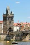 Torre velha gótico da ponte da cidade Fotografia de Stock Royalty Free