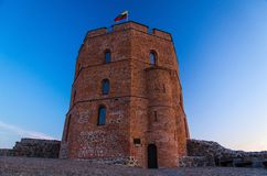 Torre velha medieval do castelo de Gediminas Gedimino, Vilnius, Lithua fotografia de stock