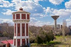 Torre vermelha e branca no dia ensolarado fotos de stock royalty free