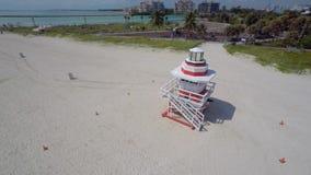 Torre video aérea Miami Beach del salvavidas almacen de video