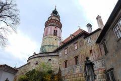 Torre vieja al tirar del puente de la entrada Fotos de archivo
