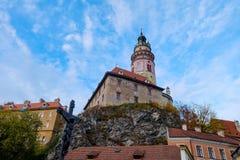 Torre vieja al tirar del puente de la entrada Imagenes de archivo