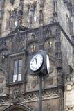 Torre vieja de Charles Bridge de la ciudad, reloj de la calle, Pague, Checo Republc Foto de archivo libre de regalías