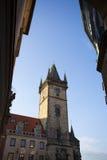 Torre vieja del ayuntamiento de Praga imagenes de archivo