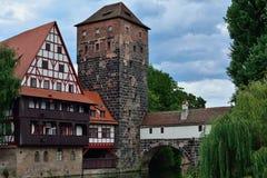 Torre vieja y puente viejo en Nuremberg Imagen de archivo