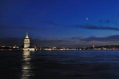 Torre virginal con la luna Imagenes de archivo