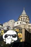 Torre y apartamentos viejos, Estambul, Turquía de Galata foto de archivo