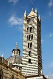 Torre y bóveda de la catedral principal, Siena Italia Fotos de archivo libres de regalías