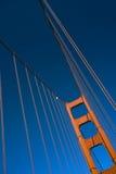 Torre y cable de oro Fotos de archivo