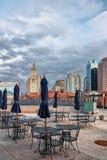 Torre y café de aduanas con los paraguas Boston mA Imagen de archivo