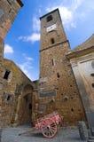 Torre y carretilla antiguas de alarma Imagen de archivo