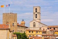 Torre y catedral sarracenas - Grasse imagenes de archivo