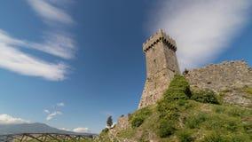 Torre y cloudscape de Radicofani almacen de metraje de vídeo
