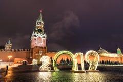 Torre y 2019 de Spasskaya Invierno Moscú antes de la Navidad y del Año Nuevo fotografía de archivo libre de regalías