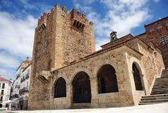 Torre y Ermita de La Paz de Bujaco en la plaza principal, Caceres, Extremadura, España Imagen de archivo libre de regalías
