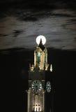 Torre y luna estupenda Fotos de archivo libres de regalías