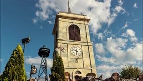Torre y nubes móviles Timelapse del reloj almacen de metraje de vídeo
