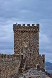 Torre y pared de la fortaleza Genoese Fotografía de archivo libre de regalías