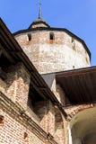 Torre y paredes del monasterio de Cyril-Belozersky Foto de archivo libre de regalías