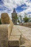 Torre y puente de piedra viejo Fotografía de archivo libre de regalías