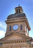 Torre y reloj de iglesia Imagen de archivo libre de regalías