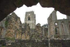 Torre y ruinas Imagen de archivo libre de regalías