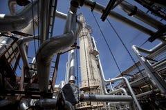 Torre y tubería de la planta del compresor de gas Imagen de archivo libre de regalías