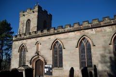 Torre y ventanas de iglesia fotos de archivo libres de regalías
