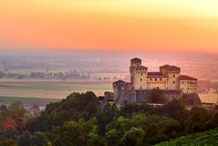 Torrechiara Schloss am Sonnenaufgang Stockfotos