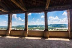 Torrechiara slott i landskapet av Parma, Emilia Romagna Italy royaltyfria foton