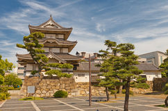 Torrecilla de Kitanomaru Tsukimi (1676) del castillo de Takamatsu, Japón Imagen de archivo libre de regalías