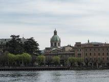 Torrecilla verde en una catedral Fotografía de archivo libre de regalías