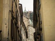 Torrecilla verde en una catedral Imágenes de archivo libres de regalías