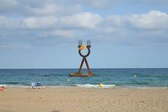 TORREDEMBARRA SPANIEN - Juni 30: Catalonian flagga på den Torredembarra stranden Royaltyfri Foto