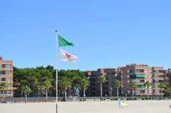 TORREDEMBARRA SPANIEN - Juni 30: Torredembarra strand på Juni 30, 2016 Arkivfoto