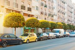 TORREMOLINOS, ΙΣΠΑΝΙΑ - 13 ΦΕΒΡΟΥΑΡΊΟΥ 2014: Μια χαρακτηριστική οδική οδός W Στοκ εικόνες με δικαίωμα ελεύθερης χρήσης
