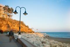 TORREMOLINOS SPANIEN - FEBRUARI 13, 2014: En promenad nära Punta Fotografering för Bildbyråer