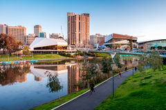 Torrens-Flussbank in Adelaide Stockbilder