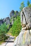 Torres altas da cidade da rocha do arenito em Adrspach Fotos de Stock Royalty Free