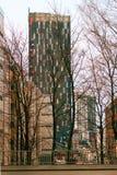Torres altas en centro de ciudad fotografía de archivo libre de regalías