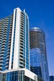 Torres blancas y azules en el cielo azul Imagen de archivo