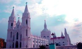 Torres bonitas da basílica mundialmente famosa de nossa senhora da boa saúde no velankanni imagens de stock