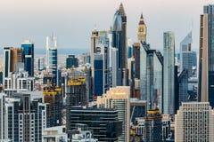Torres céntricas de Dubai Vista elevada de la arquitectura Imagen de archivo libre de regalías