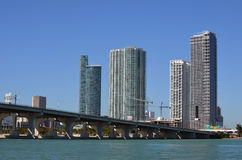 Torres céntricas de la propiedad horizontal de Miami Fotografía de archivo libre de regalías