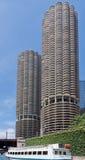Torres Chicago de la ciudad del puerto deportivo Fotos de archivo