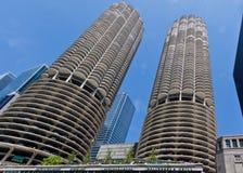 Torres Chicago de la ciudad del puerto deportivo Foto de archivo libre de regalías