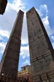 Torres da Bolonha, do Asinelli e do Garisenda fotografia de stock